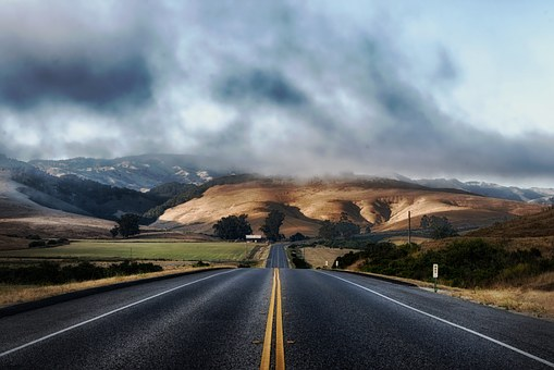Long distance moving companies California know how to traffic in densely populated areas and know how to solve every problem on the road.