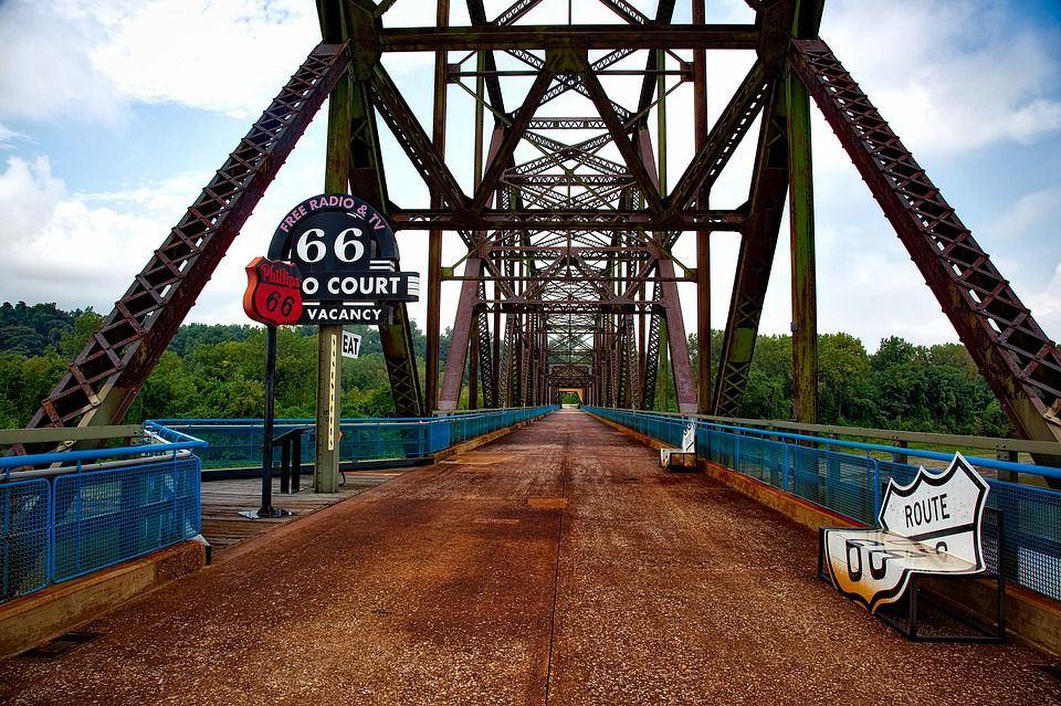 Long distance moving companies Missouri can help you cross any bridge, no matter how difficult or far.