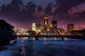 Des Moines at night - the capital of Iowa, which you can get to know once one of the long distance moving companies Iowa get you settled.