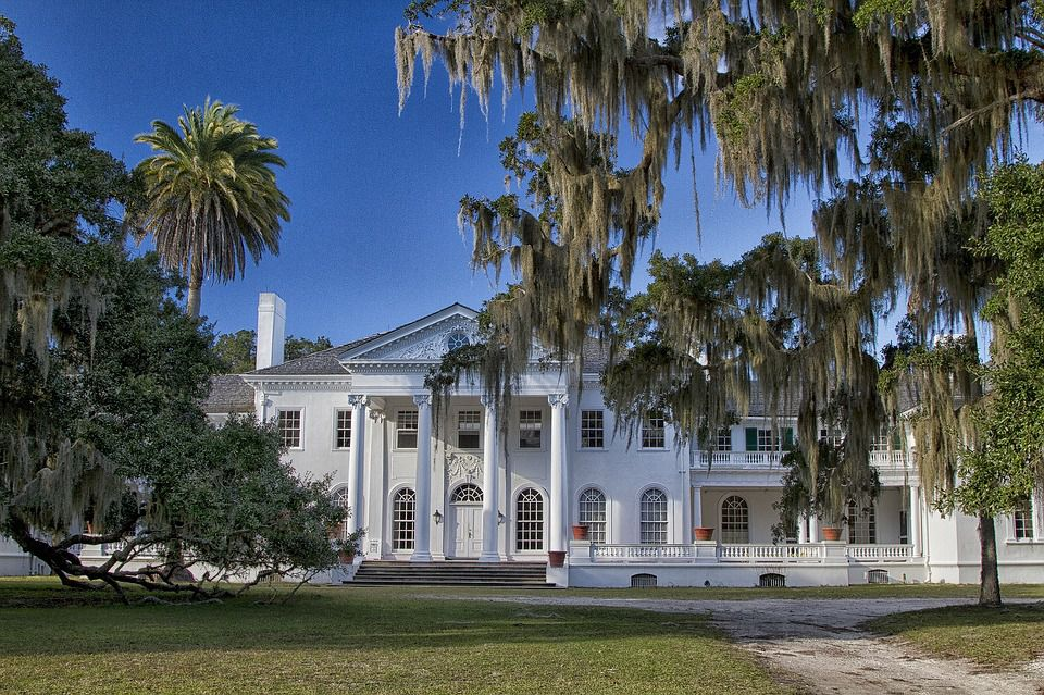 Explore the outdoors and mansions of Georgia with a little help from cross country moving companies Georgia.