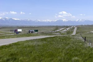 Highway in Montana - long distance moving companies Butte are prepared for the job, are you?