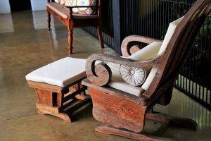 Wood furniture - learn how to store wood furniture.