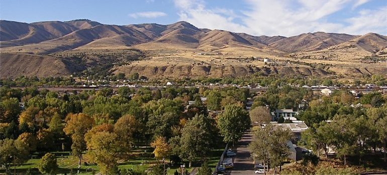 western Pocatello is a sight you will see with good cross country moving companies Pocatello