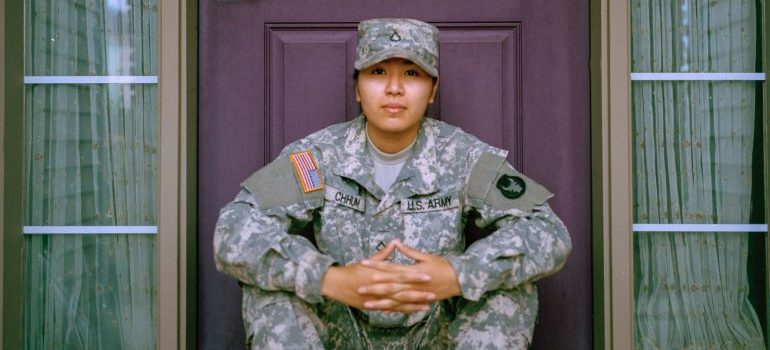 a military woman- military moving statistics