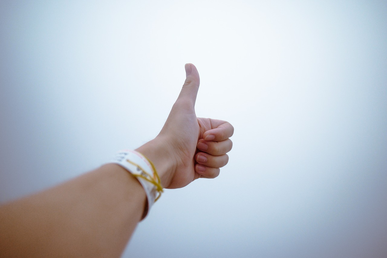 Thumb up for reliable cross country moving companies Nashua