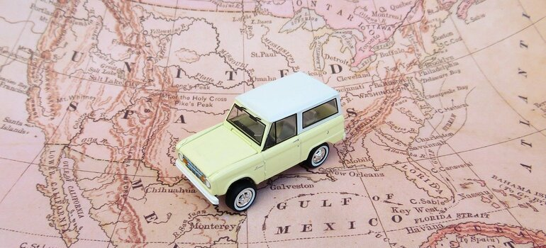 A model of a car on a map of the United States