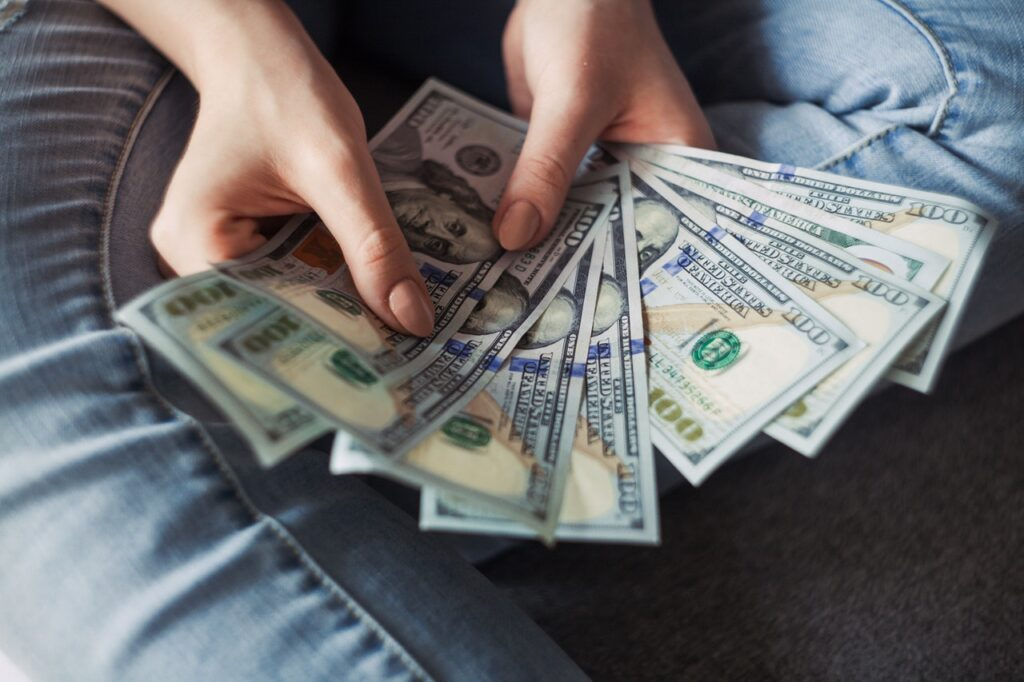 woman counting money that you could save if you share moving truck space