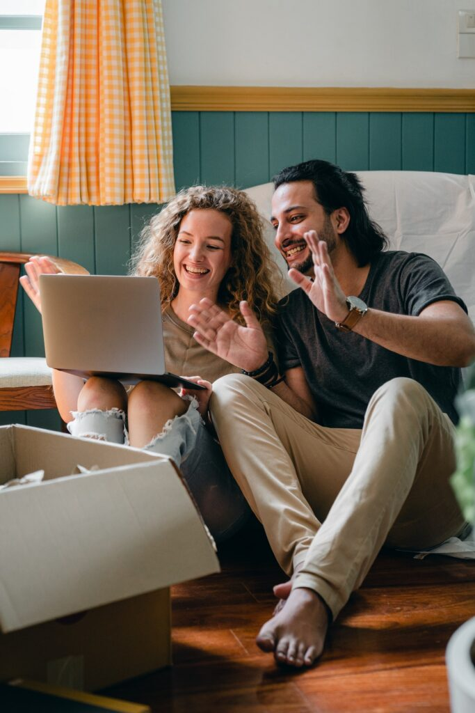 couple making long distance move enjoyable by picking quality movers