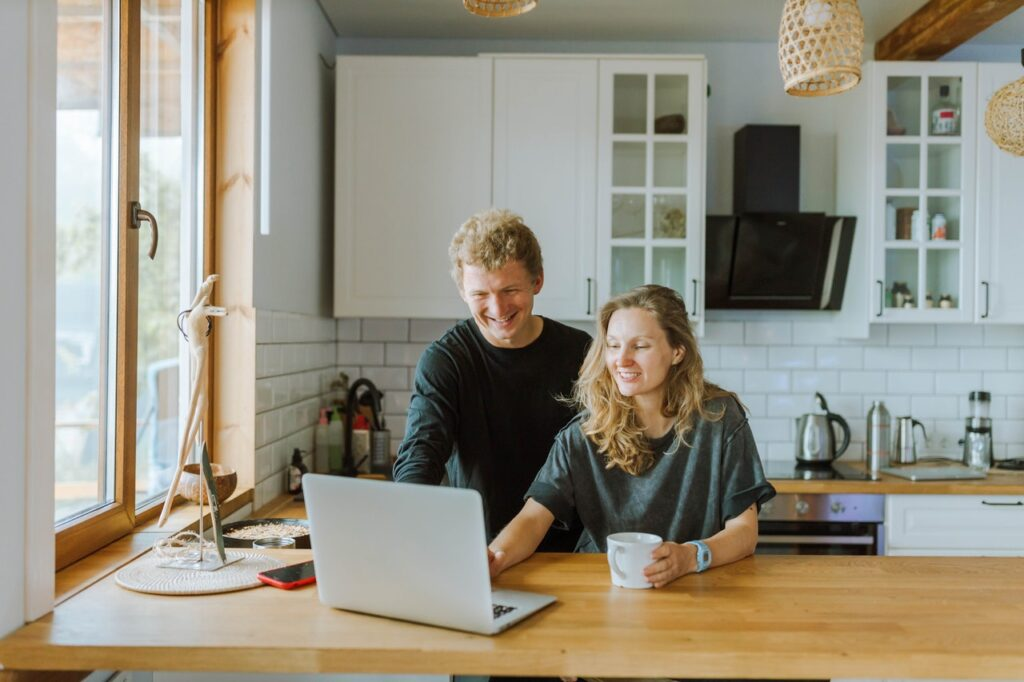 Two people doing research on professional long distance moving companies Idaho.