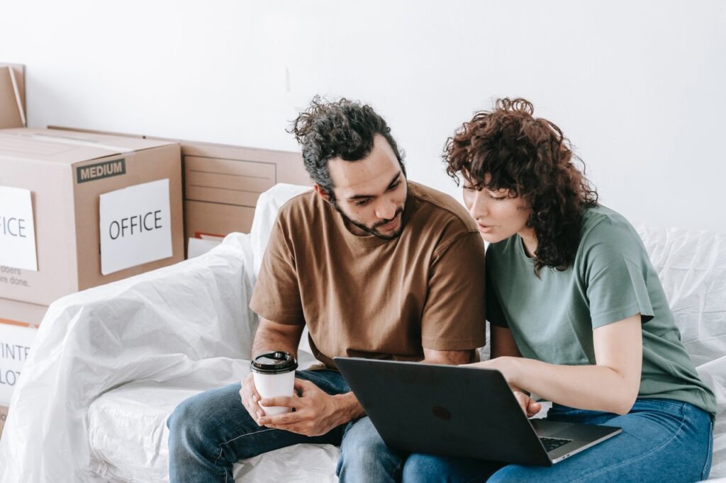 A man and a woman looking for top movers in Los Angeles