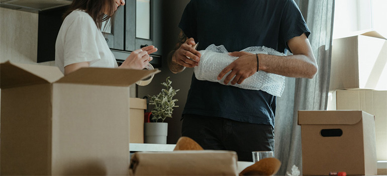 Two people packing goods for the move
