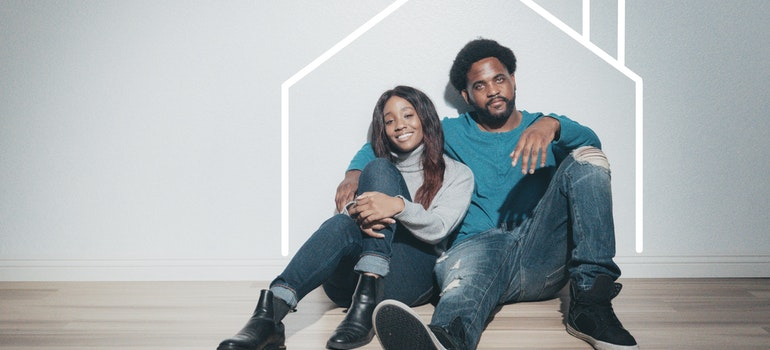 couple sitting and ready for moving from Florida to Tennessee