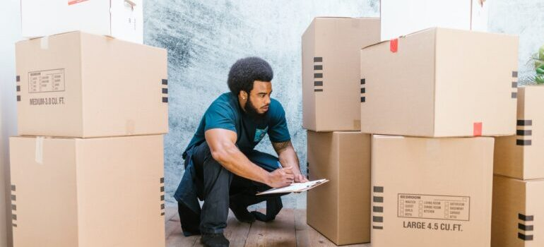 movers doing inventory