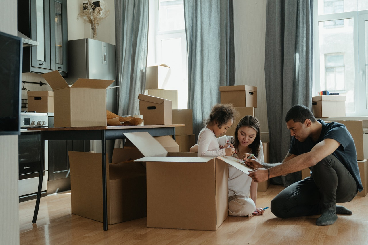 A family packing their belongings