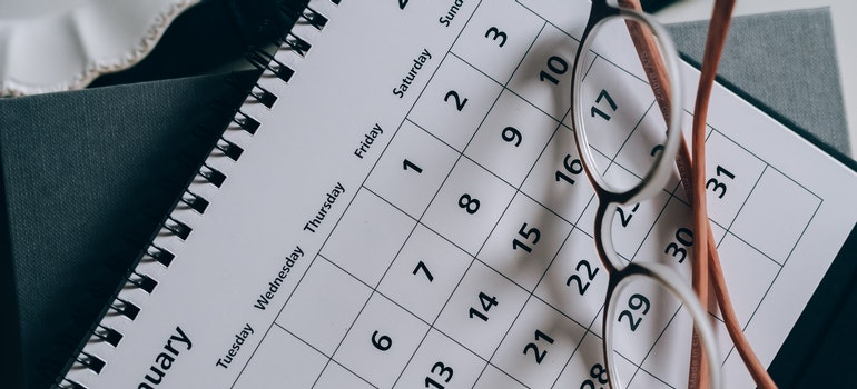 calendar for planning a relocation that can help you save money on a long-distance move
