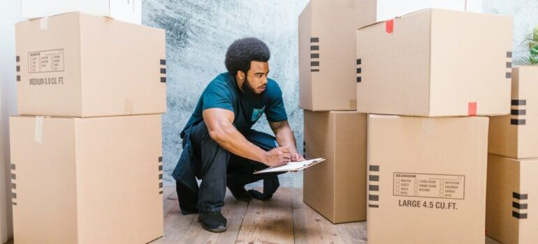 Hiring pro movers when moving from New York to Illinois.